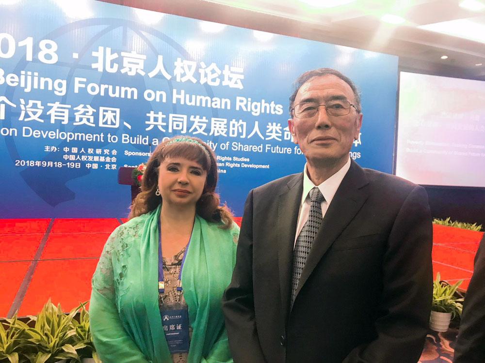 Ніна Карпачова з Головою Китайського товариства з вивчення прав людини(національний аналог Інституту Омбудсмана) паном Сянба Пінцо